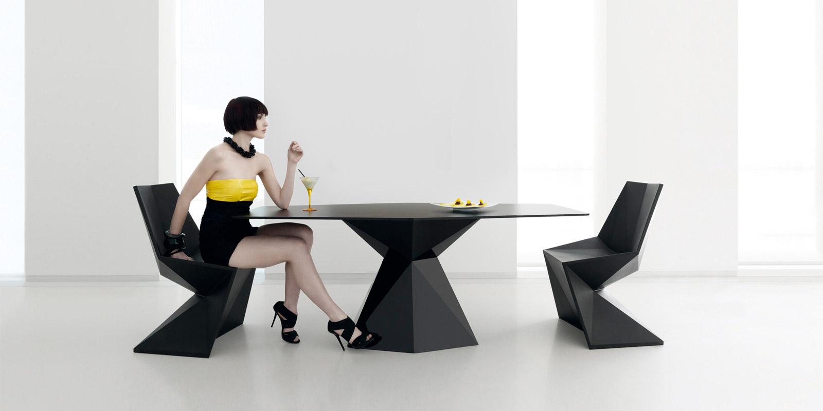 Vetex_Dining_Table_Chairs_Black_Vondom.jpg