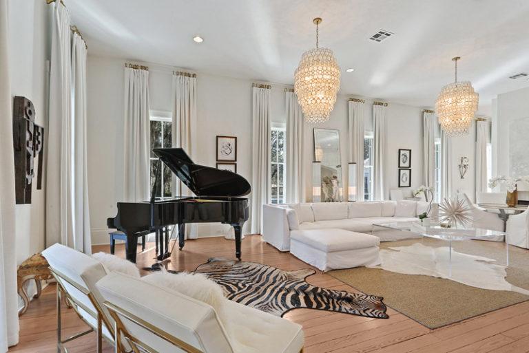 LeeLane_EstateAtCharropinBeach_5_livingroom_VillaVIci