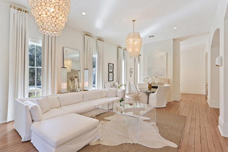 LeeLane_EstateAtCharropinBeach_8_livingroom_VillaVIci_Thumb